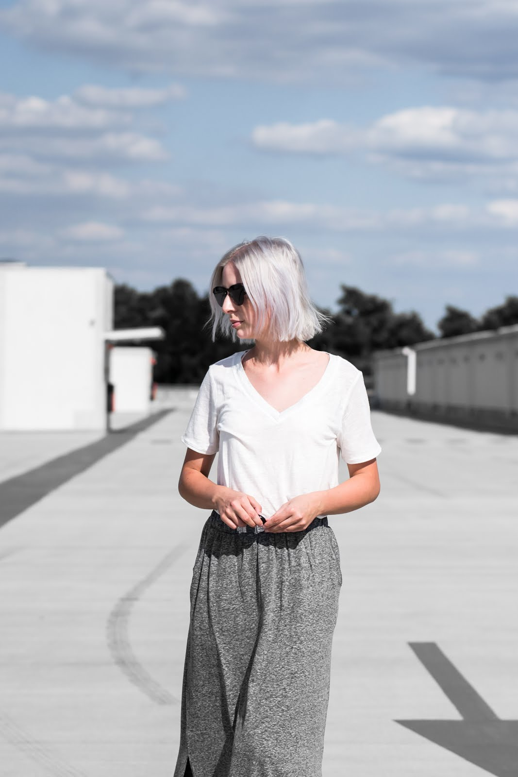 s.Oliver, summer look, minimal, white t-shirt, maxi skirt, jersey