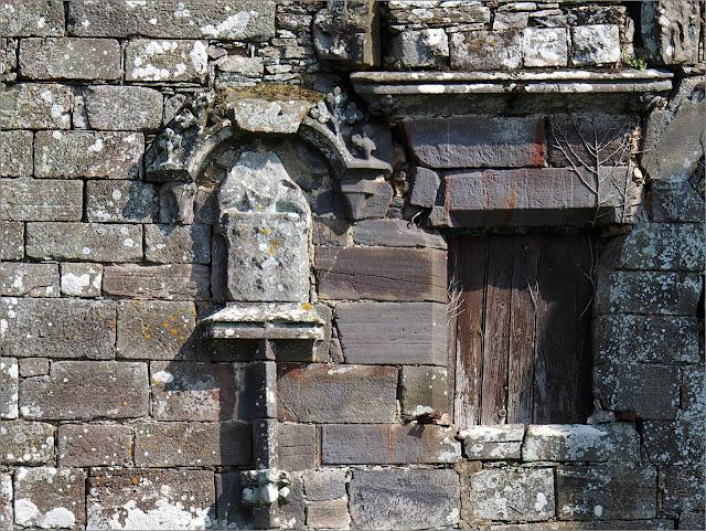 La Provotaie, à  Saint-nicolas de redon, est un chateau en mauvais état, abandonné