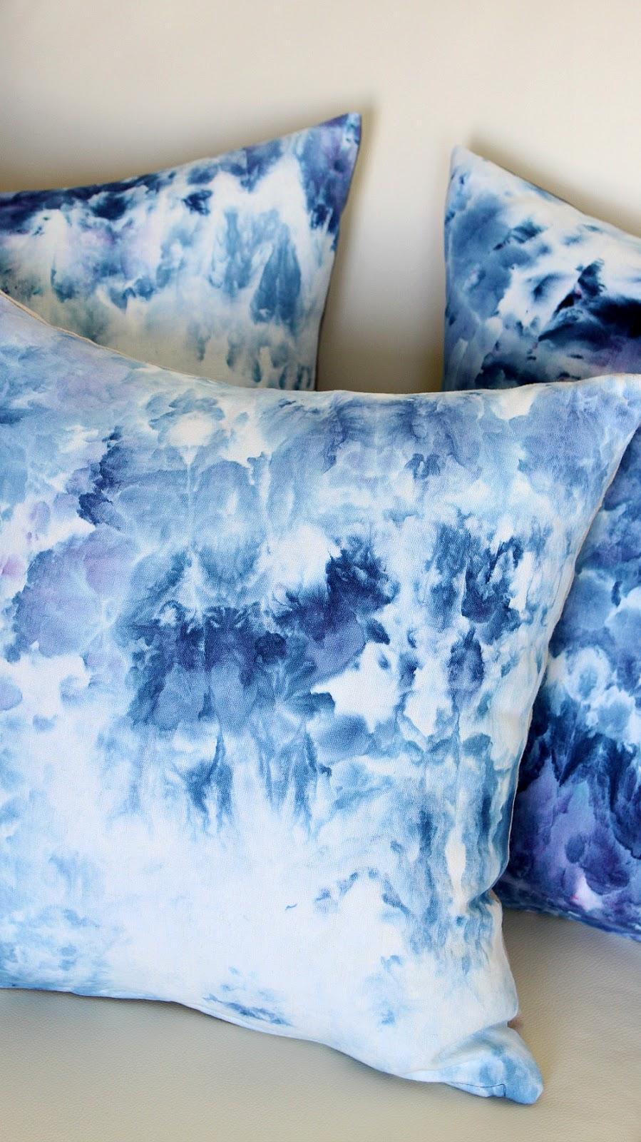 DIY Ice Dyed Pillows | @danslelakehouse