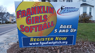 lawn sign touting the Franklin softball registration
