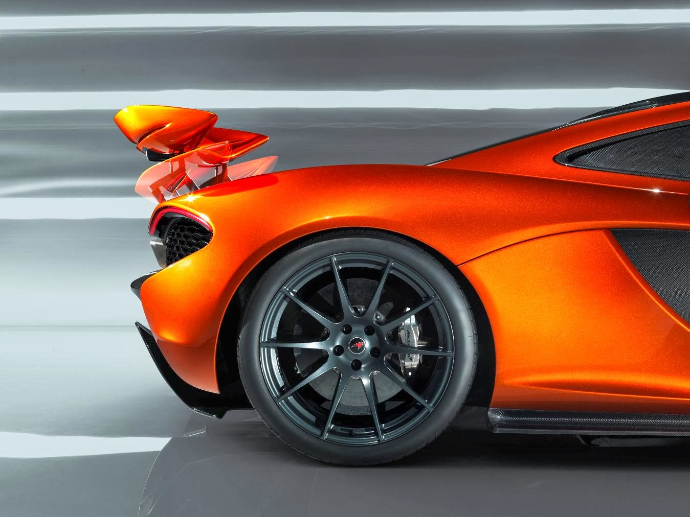 McLaren P1 with Window-Shaped Carbon Fibre?