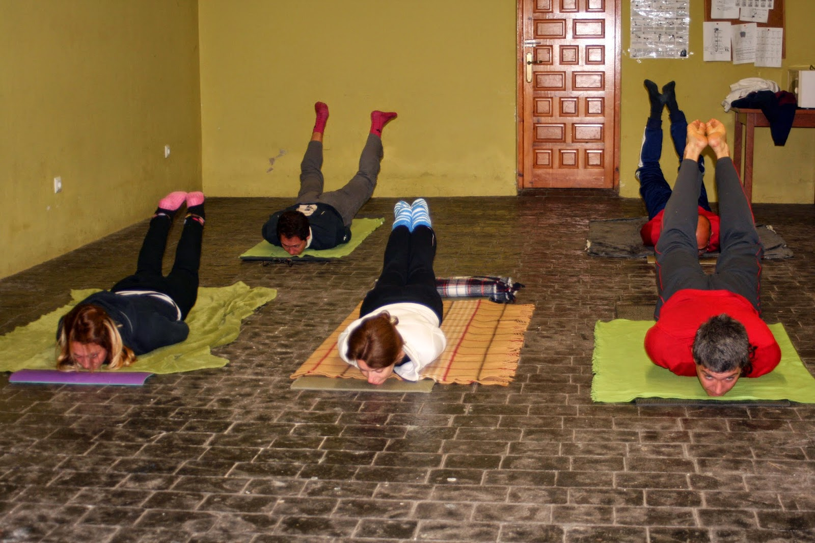 Sakura APYC Cantabria  Asanas en las sesiones de Yoga 76b0b6b4a95e