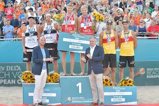 VÓLEY PLAYA - Campeonato de Europa masculino 2018 (Holanda): Los jóvenes Christian Sorum y Anders Mol vuelven a dejar la plata a los letones Smedins y Samoilovs. Herrera y Gavira regresaron al podio con el metal de bronce