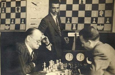 Partida de ajedrez Alekhine - Andrés Muñoz en 1945