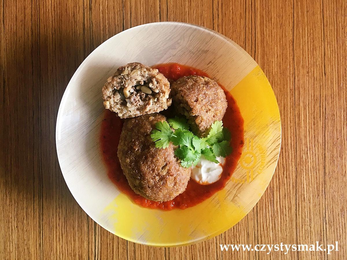 Arabskie pulpety z mięsa mielonego z mięsnym nadzieniem