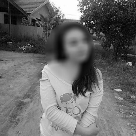 Ditanya Hukum Wanita Memajang Foto di FB, WA, BBM.