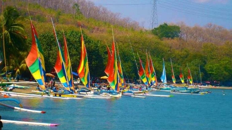 lomba perahu Pasir Putih Situbondo
