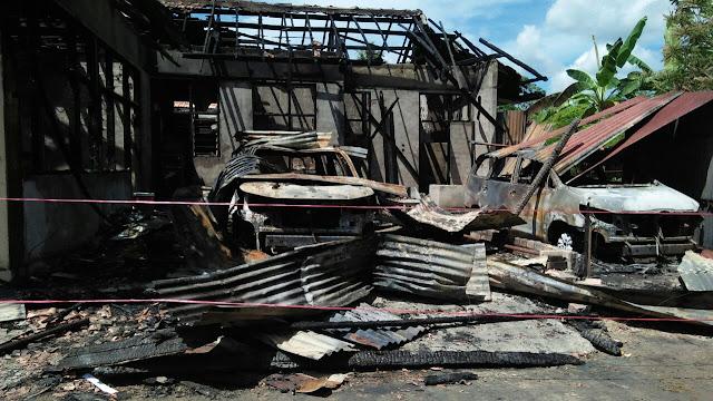 Rumah Pak Hamid Terbakar, 2 Unit Mobil Mewah Hangus Terbakar