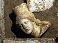 Arkeolog Temukan Kepala Sphinx Di Amphipolis