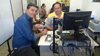 Prefeito Fernando Pergentino faz recadastramento biométrico