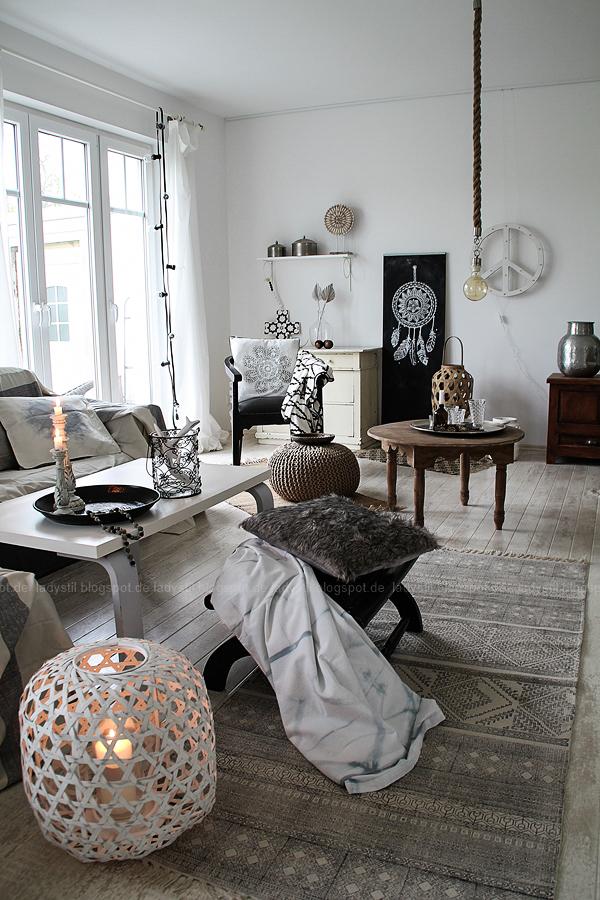 46 Wohnzimmer Graugemtliches Mit Fellkissen Und Plaids Grau