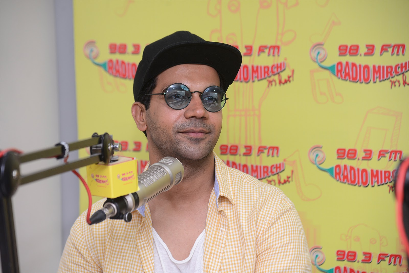 Bareilly Ki Barfi Starcast Kriti Sanon Promoting Movie at Radio Mirchi Studio