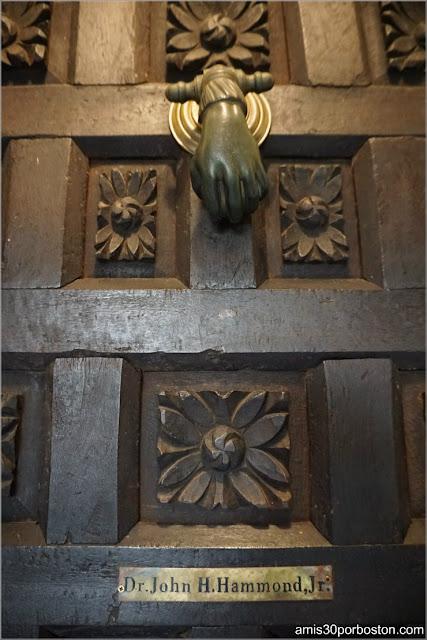 Puerta a los Apartamentos Privados del Castillo Hammond, Gloucester