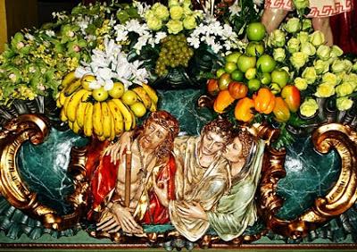 Cartolas del trono del paso del Ecce Homo. Melchor Gutierrez. Cofradía de Jesús Nazareno. León. Foto G. Márquez.