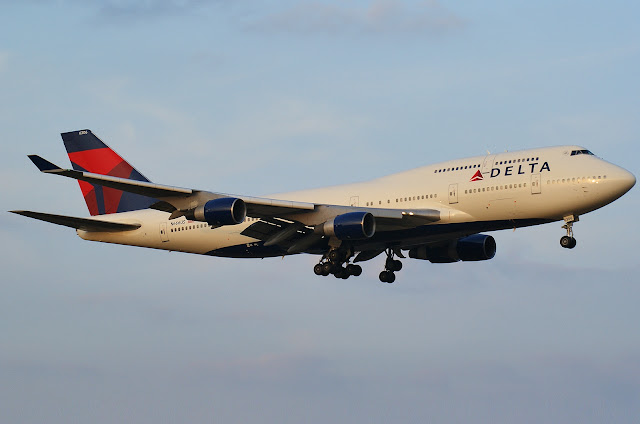 Delta Airlines Boeing 747-400 While Approaching