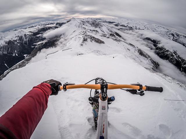 Fatbike Donwhill im Schnee Wolfendorn