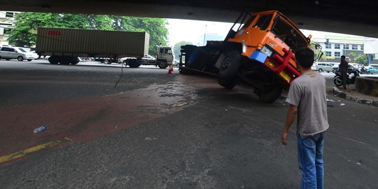 Kontainer Rem Blong, Kecelakaan Beruntun Terjadi Di Semarang