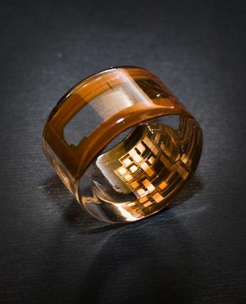 Brazalete hecho con resina cristal