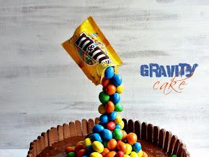 Gravity cake ou gâteau suspendu chocolat M&M's