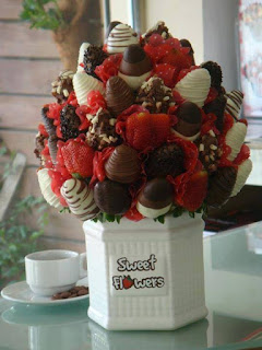 valentine Strowberry Flowers bouquet