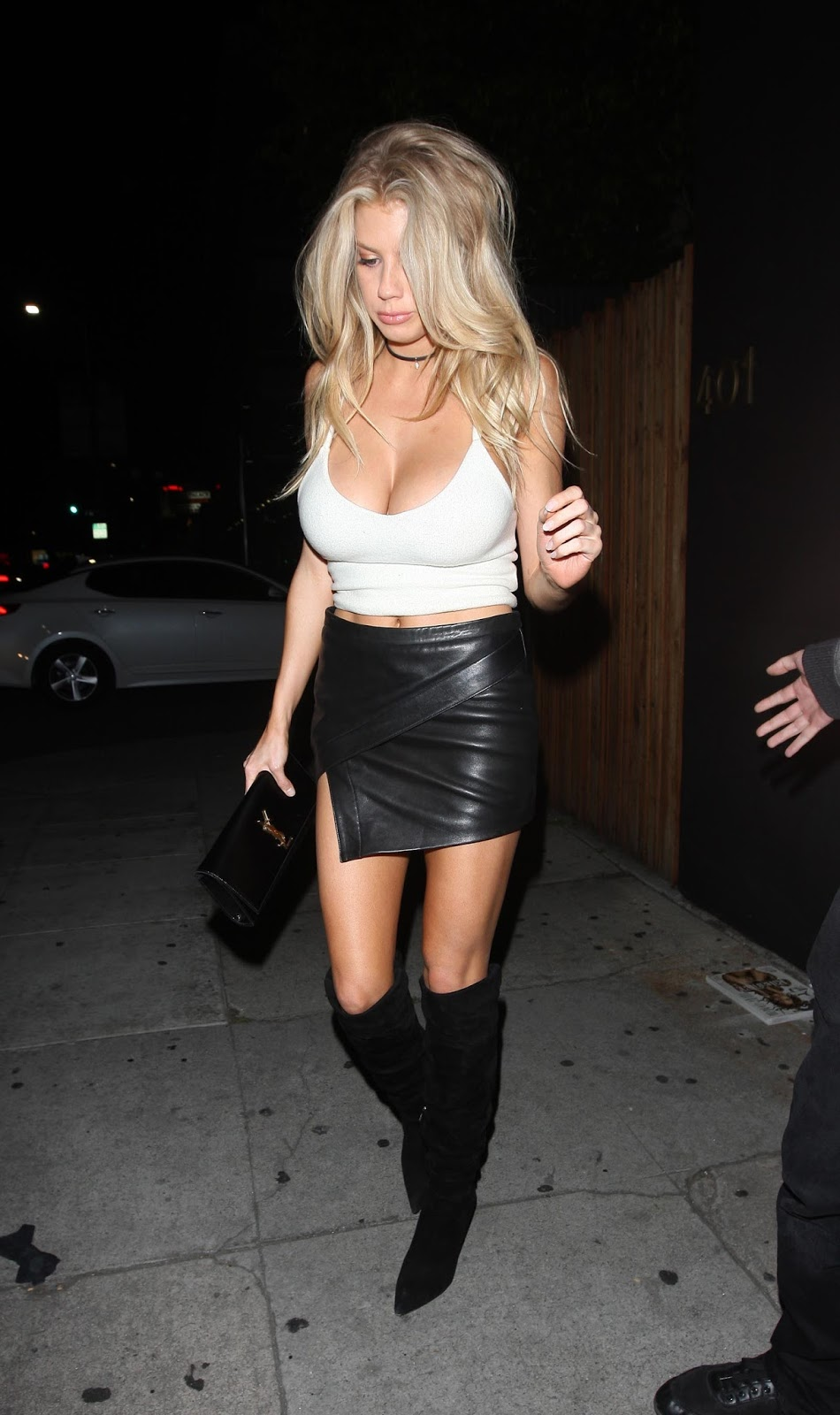 Charlotte McKinney at The Nice Guy - Photo Charlotte McKinney 2016