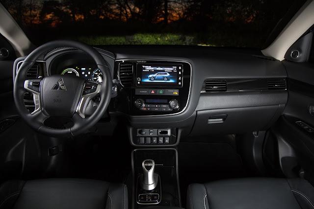 Interior view of 2019 Mitsubishi Outlander PHEV GT S-AWC