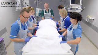 Langkah 4 reposisi pronasi pada pasien gangguan pernafasan ARDS
