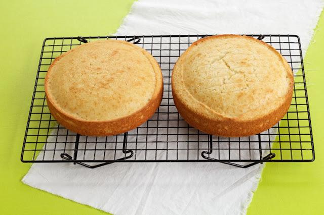 How to Freeze a Cake Layer The Bearfoot Baker - Como congelar bolos corretamente