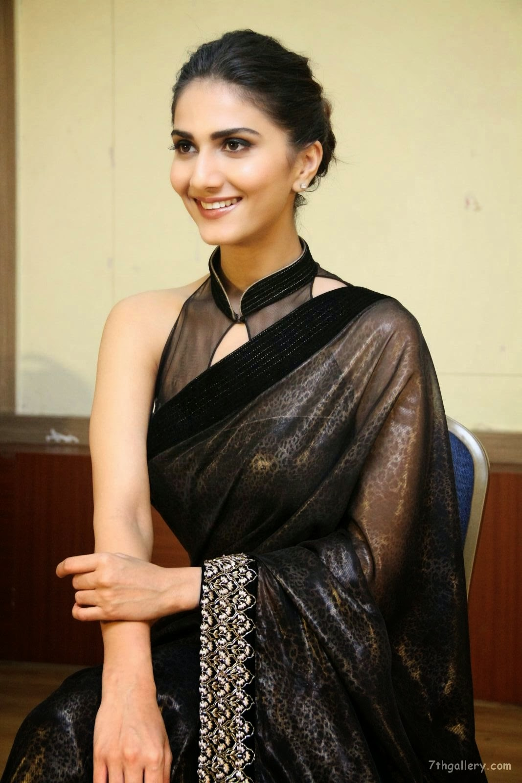 Map Wallpaper Vaani Kapoor Hd Wallpapers