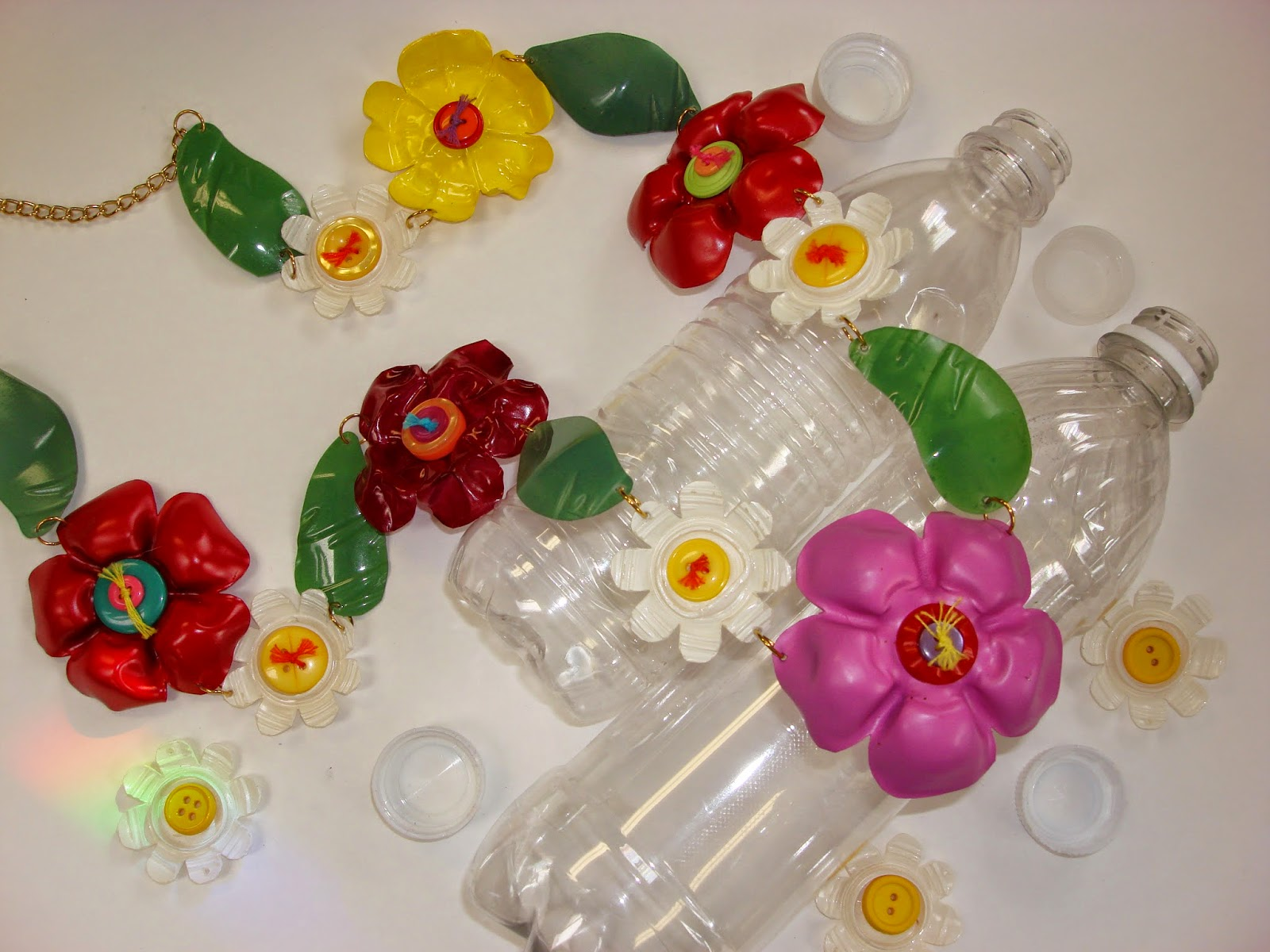 Recycle 'flower' craft with plastic bottle ~ ideas arts ...