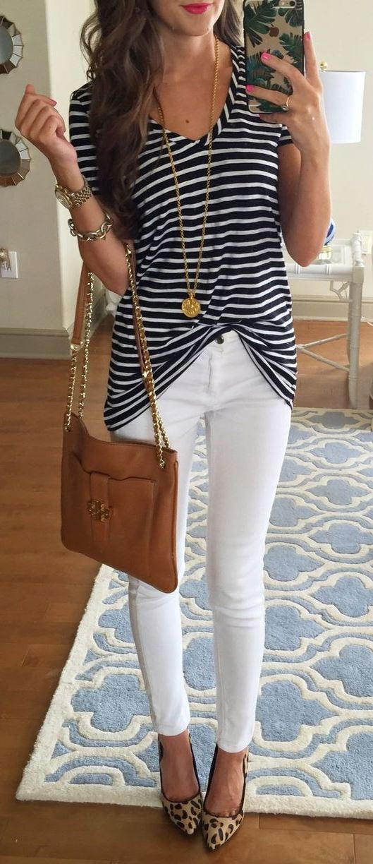 how to style a stripped tee : white skinnies + bag + printed heels