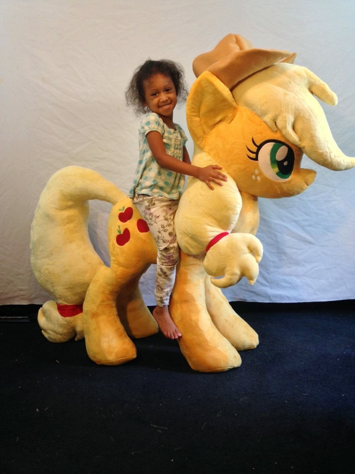 Equestria Daily Mlp Stuff A Giant Applejack Plushie Appears