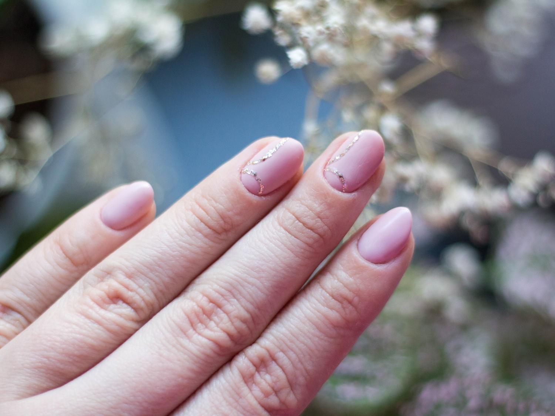 cieliste-kolory-lakierów-do-paznokci