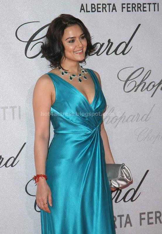 PREITY ZINTA IN BLUE DRESS PHOTO