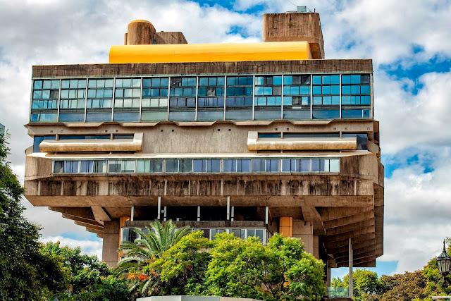 Imagen de los altos de la Biblioteca Nacional en Recoleta,Bs.As.