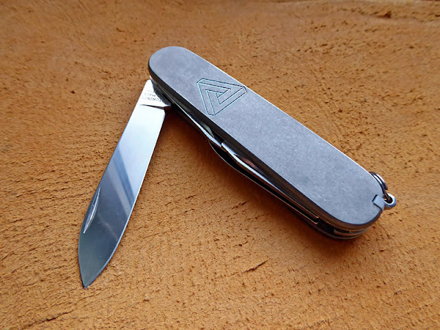 Andrzej Woronowski Custom Knives Victorinox Swiss Army