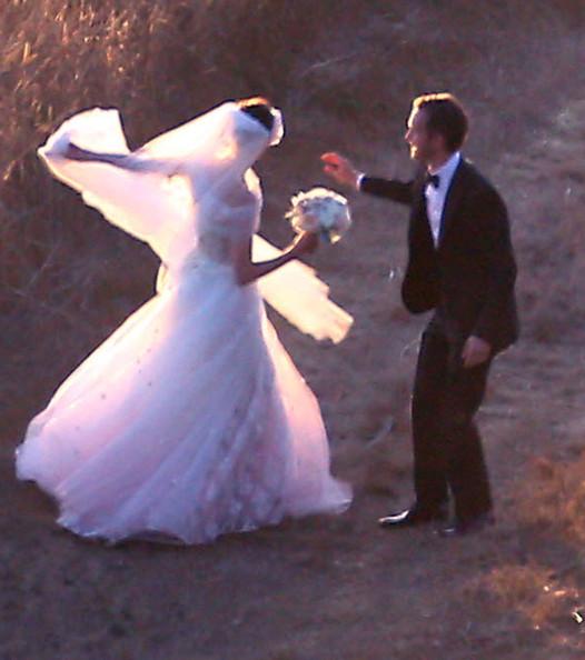Anne Hathaway U0026 39 S Wedding Pictures And Adam Shulman