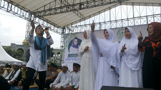 Ribuan Warga Cirebon Padati  Lapangan Kebon Pelok