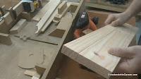 Salto al cepillar una tabla más ancha que el cepillo de carpintero. http://www.enredandonogaraxe.com