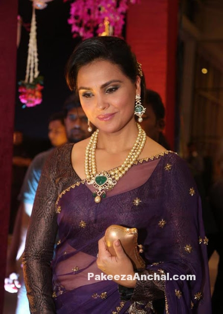Lara Dutta in Monisha Jaising's Oufit for Anam Mirza's Reception