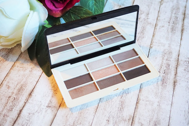 Eye Colour Palette in Smokey Nudes