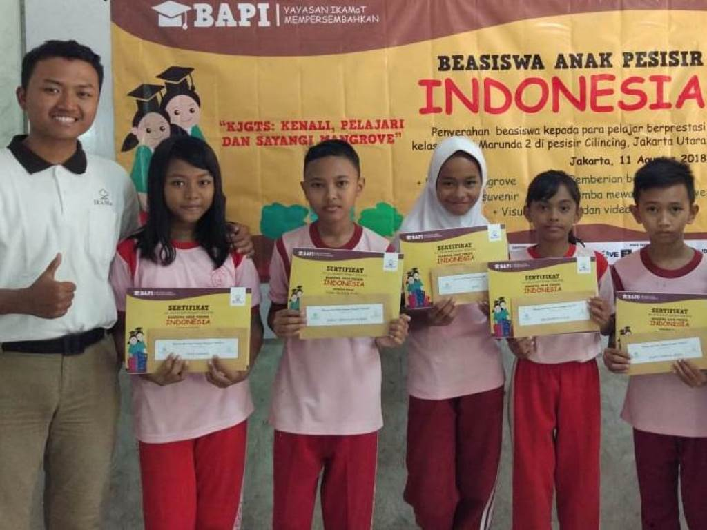 IKAMaT Berikan Beasiswa Anak Pesisir Indonesia kepada Pelajar di Serang dan Jakarta