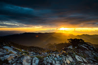 征服南湖大山(3742M),賞南湖東峰日出,登審馬陣山、南湖北山