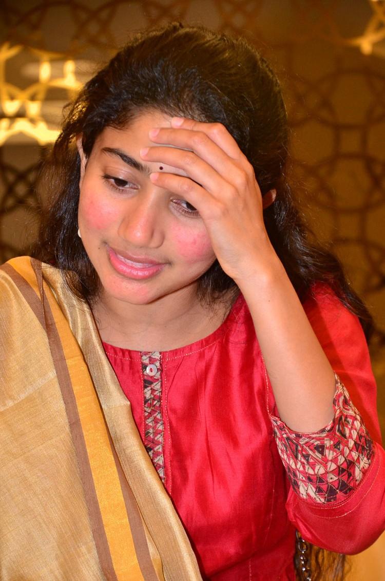 Desi Actress Pictures Sai Pallavi At Fidaa Movie 50 Days