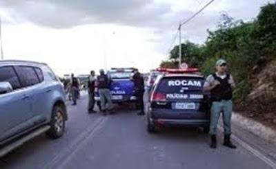 ARARIPINA-PE: MULHER É ASSALTADA, POLÍCIA PRENDE SUSPEITOS E RECUPERA OBJETOS ROUBADOS