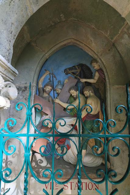 Way of the cross. Standing. Seventh. Rocamadour. France. Крестный путь. Стояния. Седьмое. Рокамадур. Франция.