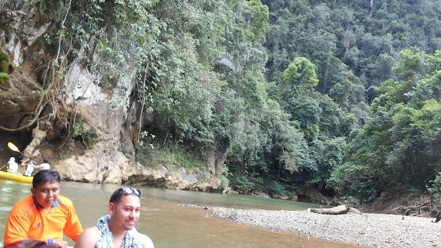 в парке Кхао Сок сплав по реке