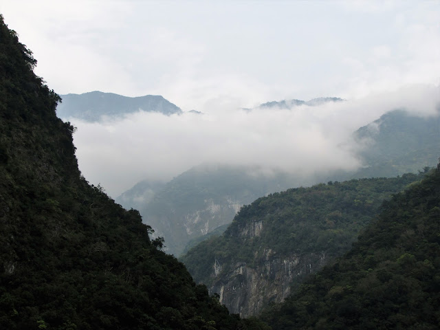 mountain tops taroko gorge taiwan