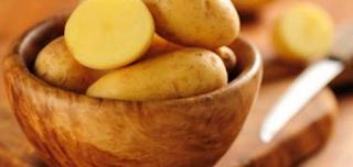 البطاطس لإزالة الهالات السوداء