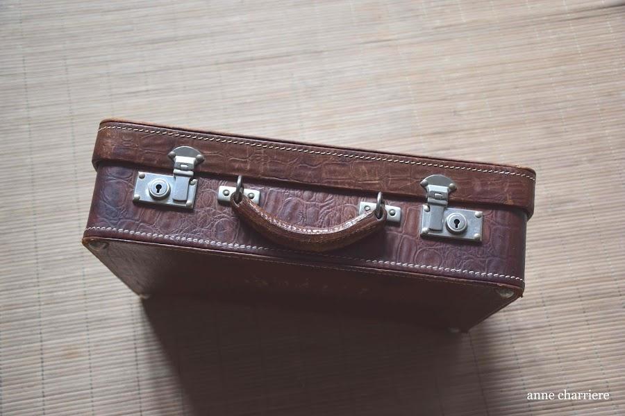 www.annecharriere.com, forrar maleta antigua, manualidades, ordenar trastos, michaels,